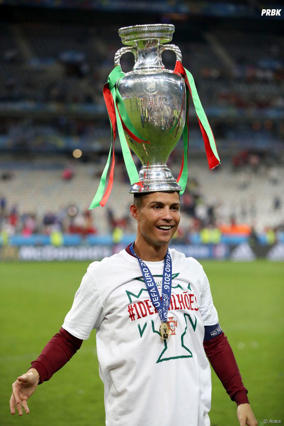 La coupe de l 39 euro meilleure pansement pour cristiano ronaldo bless au genou purebreak - Coupe christiano ronaldo ...