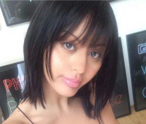 Zahia Dehar méconnaissable en brune