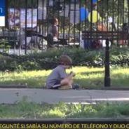 Expérience sociale : 2 enfants, un chien et un chat abandonnés, qui les passants vont-ils aider ?