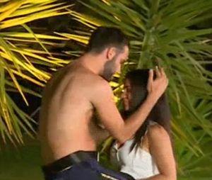 Nikola (Les Marseillais et Les Ch'tis VS Monde) VS Antonin : battle sexy de stripteaseur sur Milla et Hillary