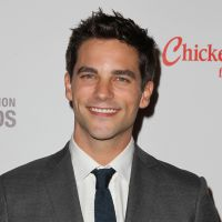 Brant Daugherty (Pretty Little Liars) : Noel Kahn en star du foot dans une nouvelle série Netflix ⚽