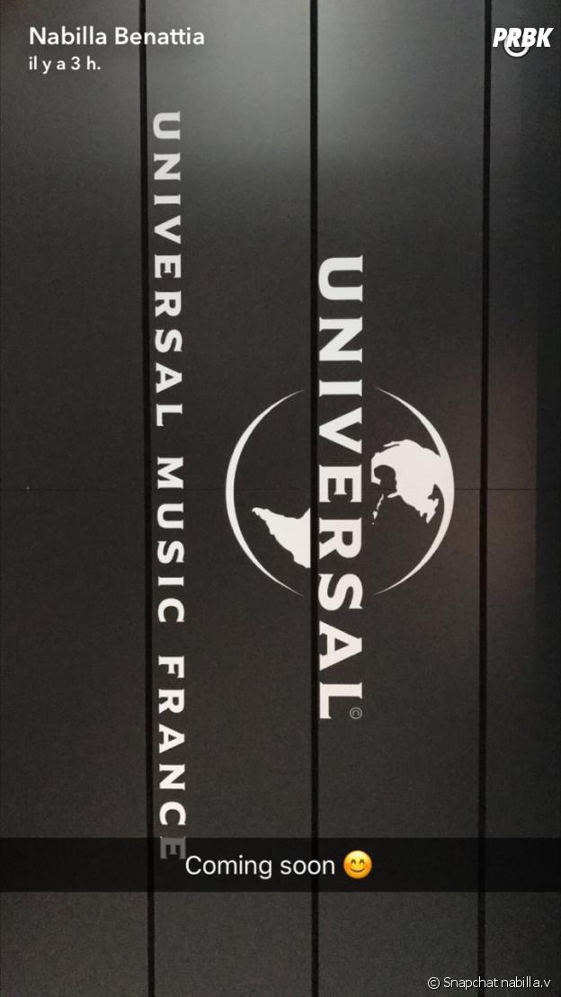 Nabilla Benattia s'est rendue chez Universal Music France