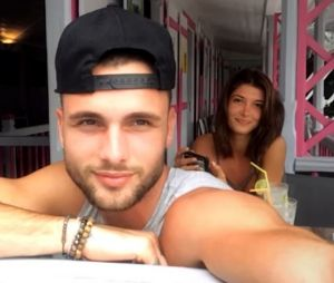 Secret Story 10 : Mélanie et Bastien en amoureux, ils profitent de leurs vacances au soleil.