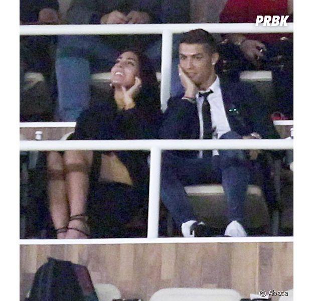 Cristiano Ronaldo et sa nouvelle chérie Georgina Rodriguez, in love dans les gradins du stade Santiago à Madrid.