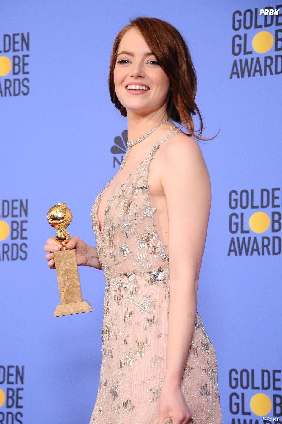 Emma Stone gagnante aux Golden Globes 2017 le 8 janvier à Los Angeles
