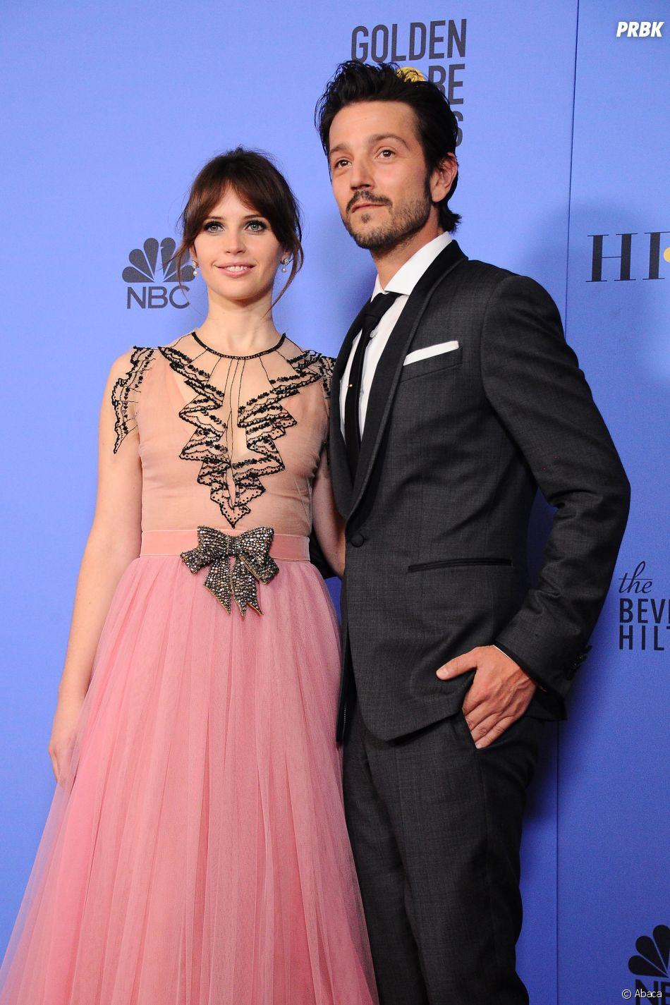Felicity Jones et Diego Luna sur le tapis-rouge des Golden Globes 2017 le 8 janvier à Los Angeles
