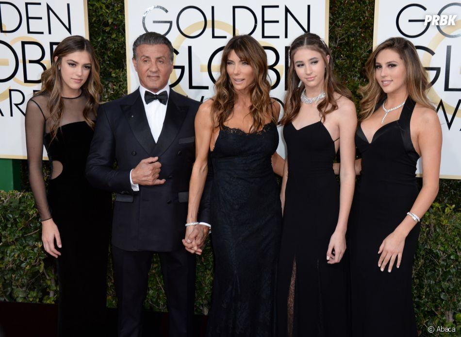 Sylvester Stallonne, sa femme et ses filles sur le tapis-rouge des Golden Globes 2017 le 8 janvier à Los Angeles