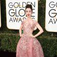 Lily Collins sur le tapis-rouge des Golden Globes 2017 le 8 janvier à Los Angeles