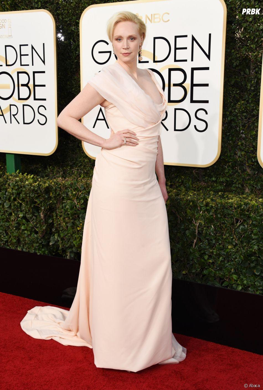 Gwendoline Christie sur le tapis-rouge des Golden Globes 2017 le 8 janvier à Los Angeles