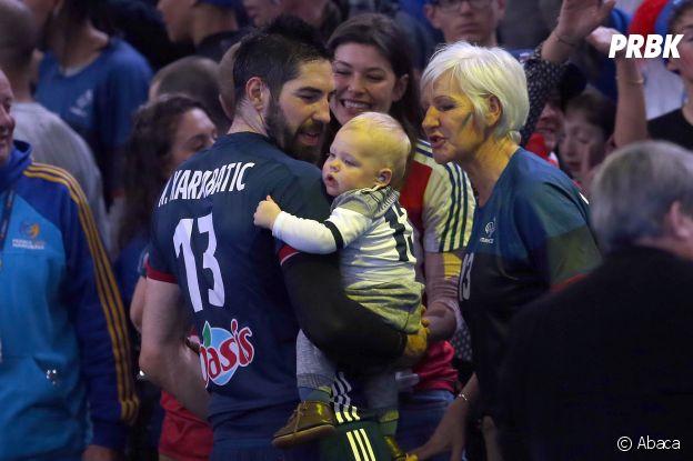 Nikola Karabatic entouré de sa mère, sa compagne Géraldine Pillet et de leur fils Alek.