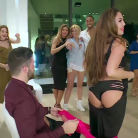 "Kim Glow (Les Anges 9) offre un striptease sexy à Anthony, Milla Jasmine ""traumatisée"""