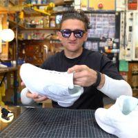 Casey Neistat teste les véritables Nike façon Retour vers le futur et... offre une paire
