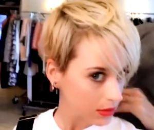Katy Perry se fait une coupe de cheveux à la Miley Cyrus !