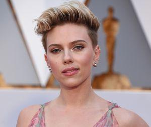 Comme Katy Perry, Miley Cyrus et Michelle Williams, Scarlett Johansson est passée au court !