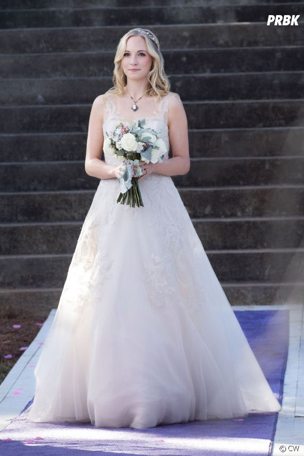 The Vampire Diaries saison 8, épisode 15 : Caroline (Candice Accola) en robe de mariée