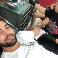 Kendji Girac se fait tatouer... et ça ne plaît pas à tous ses fans