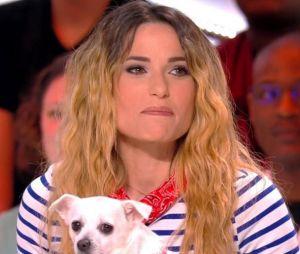 Capucine Anav présente sa chienne Quenny à Camille Combal dans Il en pense quoi Camille ? sur C8 !
