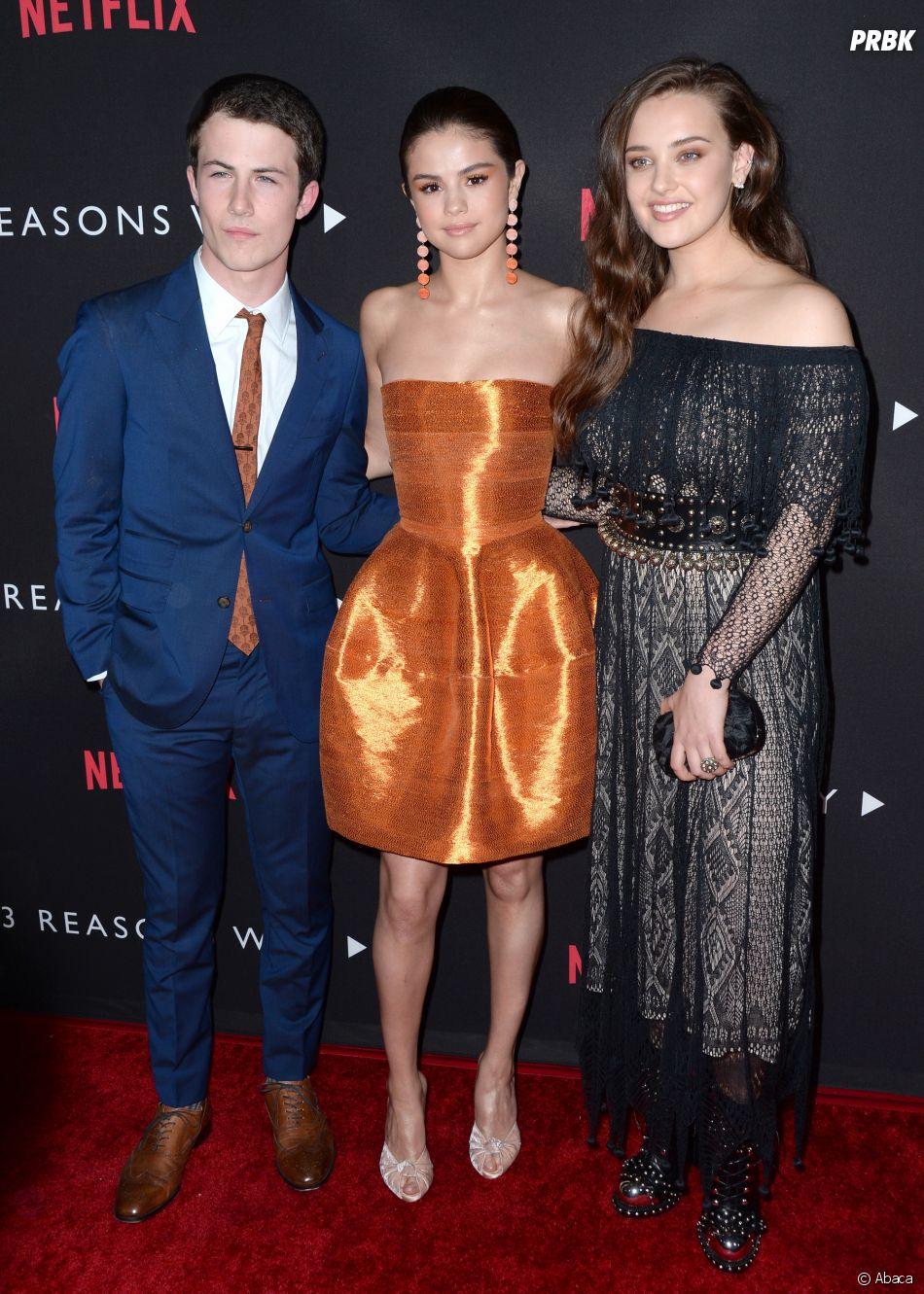 Selena Gomez entourée de Dylan Minnette (Clay) et Katherine Langford (Hannah)