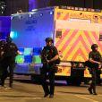 """Ariana Grande """"brisée"""" après l'attentat de Manchester, elle suspend sa tournée"""