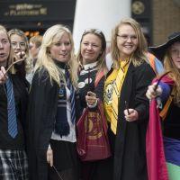 Harry Potter : les fans fêtent la fin de la saga à la gare de King's Cross
