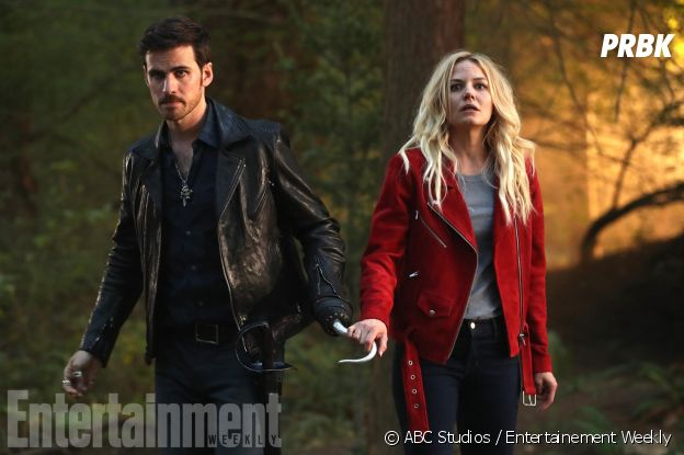 Once Upon a Time saison 7 : Emma (Jennifer Morrison) et Hook (Colin O'Donoghue) réunis sur une photo de l'épisode 2