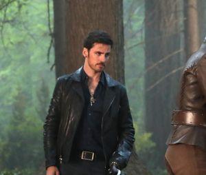 Once Upon a Time saison 7 : Emma (Jennifer Morrison) retrouve Henry (Andrew J. West) sur une photo de l'épisode 2