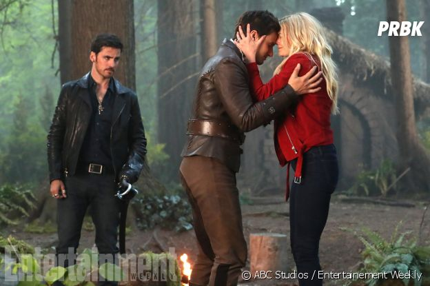Once Upon a Time saison 7 : Emma (Jennifer Morrison) retrouve Henry (Andrew J. West) sur une photo de l'épisode 2