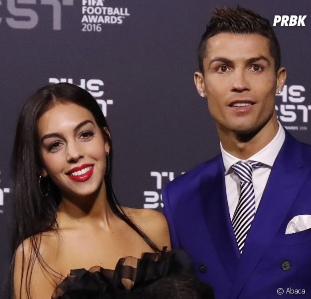 Cristiano Ronaldo et Georgina Rodriguez fiancés ? Une énorme bague en diamant lance la rumeur !