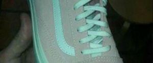 De quelle couleur sont ces Vans ? Oubliez la robe, ces sneakers vont vous rendre dingue