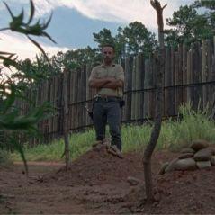 The Walking Dead saison 8 : à qui appartiennent les tombes devant Rick ? La réponse dévoilée