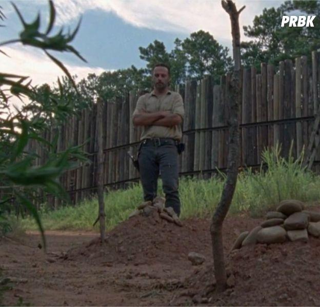 The Walking Dead saison 8 : à qui appartiennent les tombes devant Rick ?