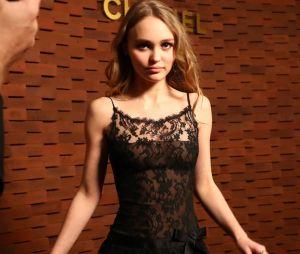 Lily-Rose Depp toute en transparence : elle dévoile ses tétons sans le vouloir !
