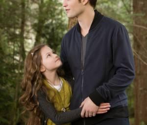 Mackenzie Foy et Robert Pattinson dans Twilight 5