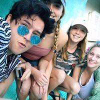Cole Sprouse (Riverdale) et Lili Reinhart en couple ? Leur voyage complice à Hawaï 😍