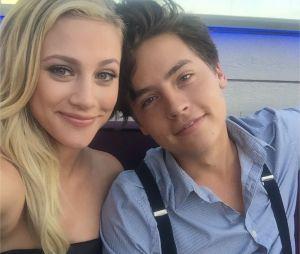 Cole Sprouse (Riverdale) et Lili Reinhart en couple comme leurs personnages Jughead et Betty ?