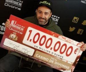 Facebook : un homme fait croire qu'il a gagné 1 million d'euros pour voir la réaction de ses amis !