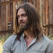 The Walking Dead saison 8 : Aaron et Jesus bientôt en couple ? L'avis de Tom Payne