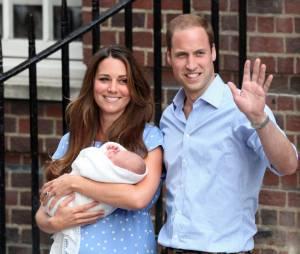 Kate Middleton et le Prince William présentent le Prince George le 23 juillet 2013 devant l'hôpital St Mary's de Londres