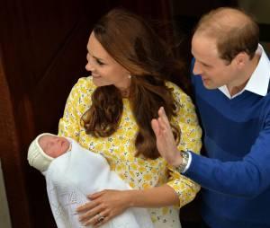 Kate Middleton et le Prince William présentent leur fille Charlotte le 2 mai 2015