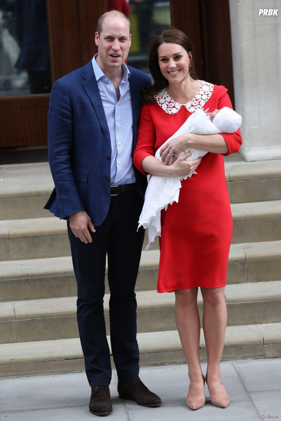 Kate Middleton et le Prince William présentent leur fils Louis à Londres le 23 avril 2018