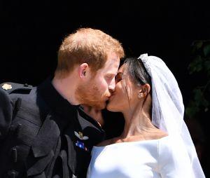 Le Prince Harry et Meghan Markle s'embrassent le jour de leur mariage