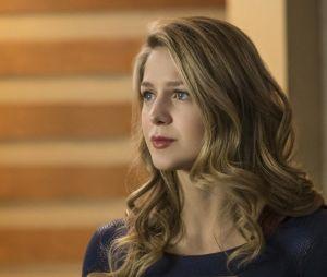 Supergirl saison 3, épisode 20 : Kara (Melissa Benoist) sur une photo