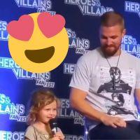 Stephen Amell (Arrow) : regardez sa fille raconter à tout le monde qu'il est un super-héros 😍