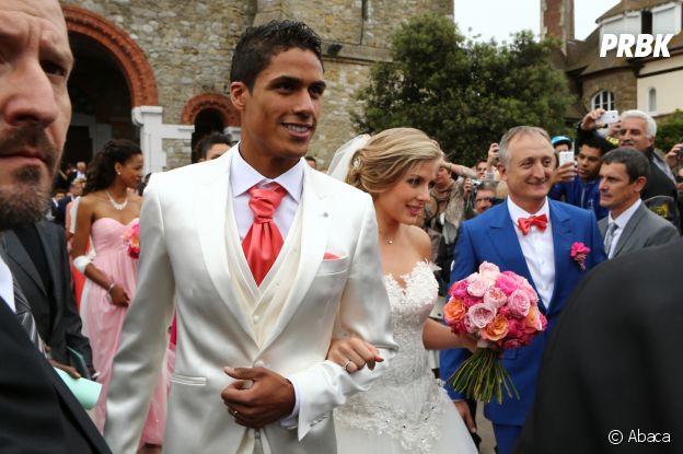 Raphael Varane et sa femme Camille lors de leur mariage