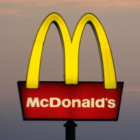 McDonald's annonce la fin des pailles en plastique ? 🥤