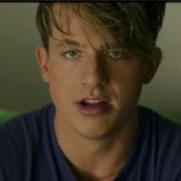 "Clip ""The Way I Am"" : Charlie Puth blasé par sa vie de star"