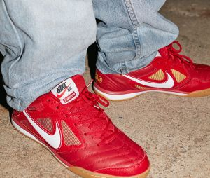 Supreme x Nike SB : la collab de sneakers se dévoile en photos.