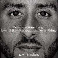 Nike s'engage et recrute Colin Kaepernick, ex-star de foot US boycottée par la NFL et Trump