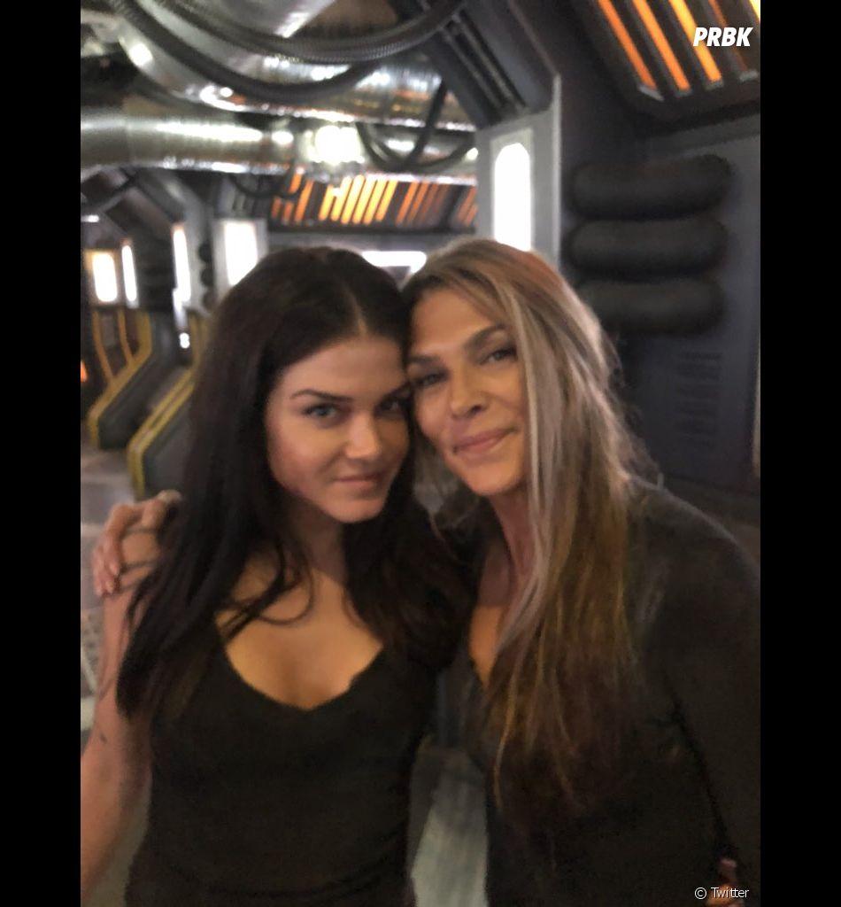 The 100 saison 6 : Marie Avgeropoulos (Octavia) et Paige Turco (Abby) sur le tournage