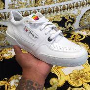 Apple x Versace : des sneakers en mode nineties qui pourraient voir le jour